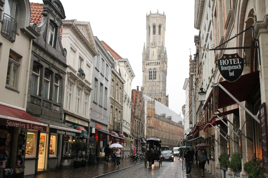 Strada comerciala. Pe fundal turnul Belfort.