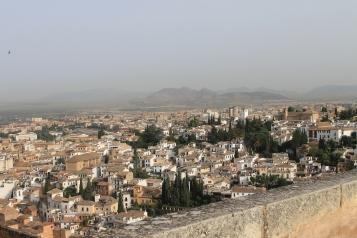Orasul Granada, muntii Sierra Nevada si satele invecinate.