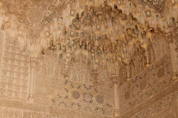 Sala celor doua surori-detaliu mocarabes