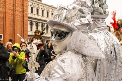 Carnavalul din Venetia, masca bauta si colombino