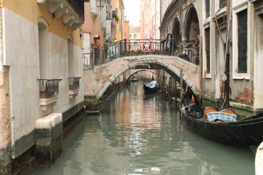 Canal cu pod in Venetia