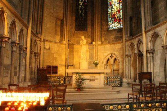Monument dedicat Ioanei d'Arc in Catedrala Notre-Damme, Rouen