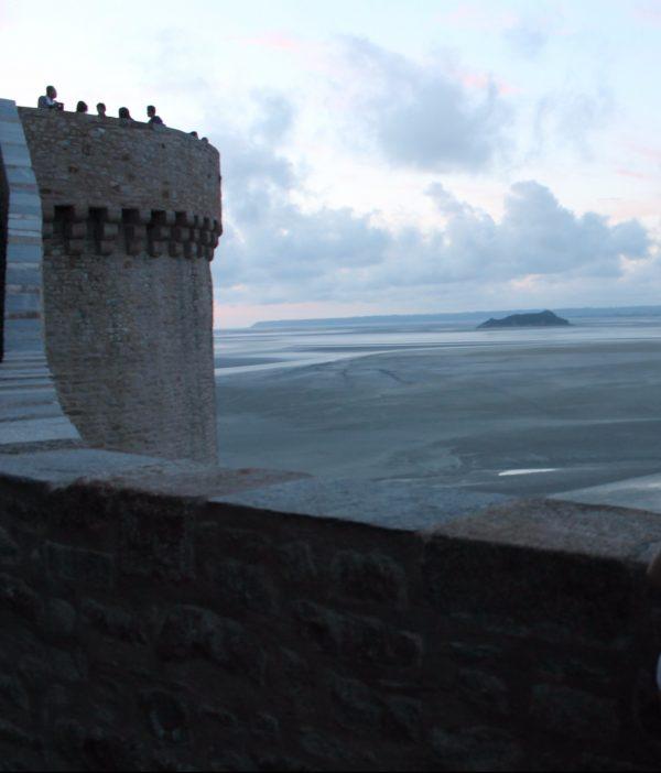 Insula Tombelaine vazuta de pe Muntele Saint Michel