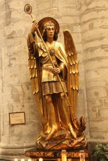 Catedrala Saint Michel et Gudule, Bruxelles, Saint Michel (Sf. Arh. Mihail)
