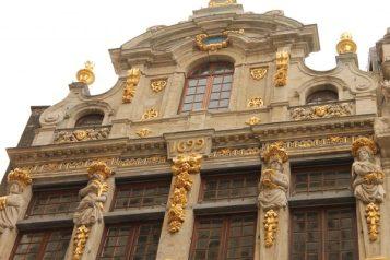 Fatada unei cladiri din Grand Place, Bruxelles, anul 1699