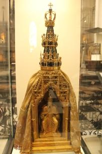 Obiect din aur comandat de cei doi guvernatori pentru procesiuni religioase