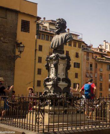 Statuia lui Giorgio Vasari, Ponte Vecchio, Florenta
