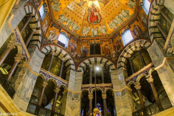 Mozaic in interiorul Domului din Aachen