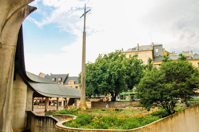 Monumentul ridicat pe locul rugului Ioanei d'Arc, Rouen