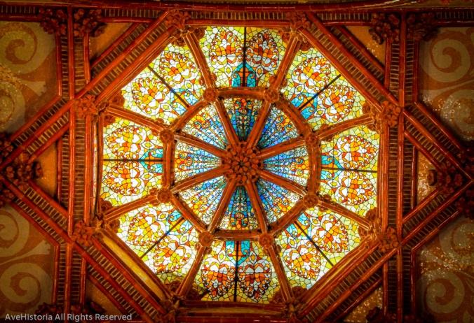 Hospital de la Santa Creu, Barcelona, stained glass