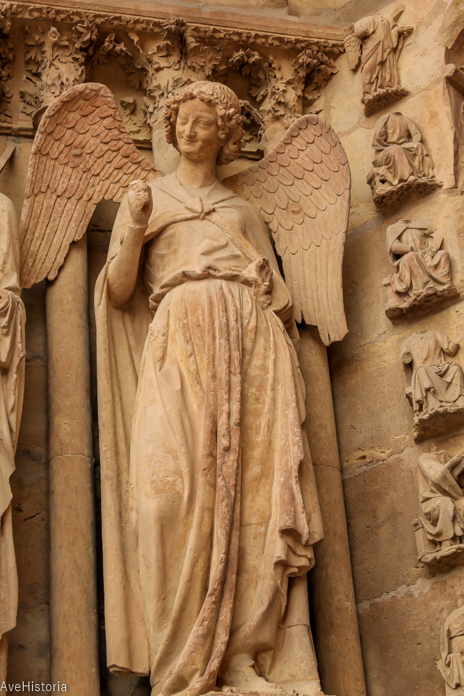 Ingerul care zambeste, catedrala din Reims, Franta