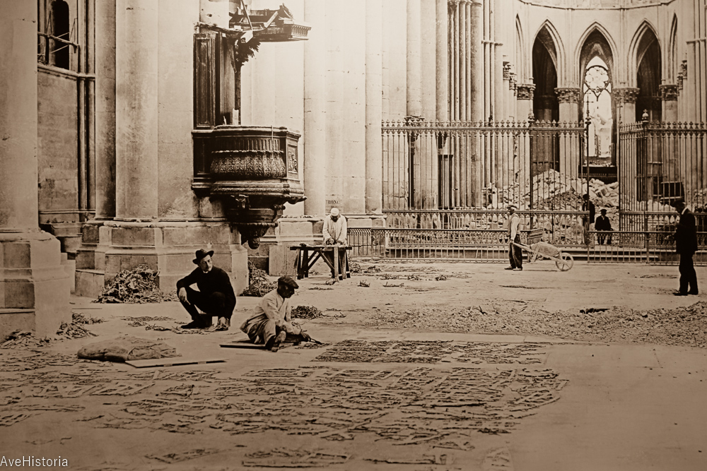 Catedrala din Reims dupa bombardametele dintre 1914-1918