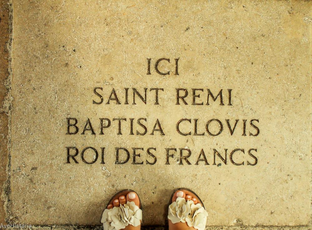 Ici saint remi baptisa clovis roi des francs, Reims