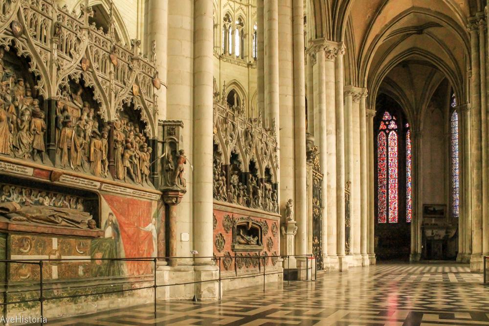 110 staluri, Catedrala Amiens